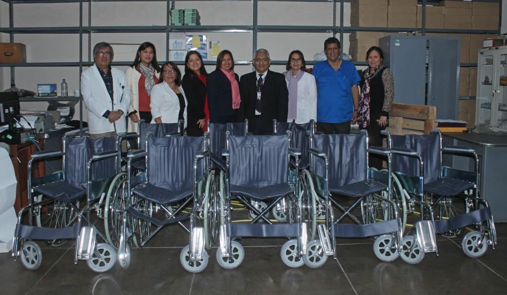 Hospital hip lito unanue recibe 10 sillas de ruedas para for Sillas para hospital